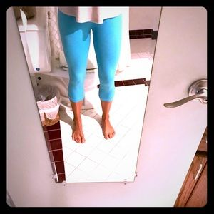 Lululemon crop turquoise tights